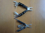 (上)比較用/(下)LEATHERMAN SQUIRT PS4